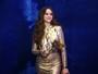 Bruna Marquezine arrasa com vestido dourado em baile de carnaval