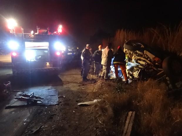 Com o acidente, óleo foi derramado na pista e a via precisou ser interditada. (Foto: Blog do Sigi Vilares)
