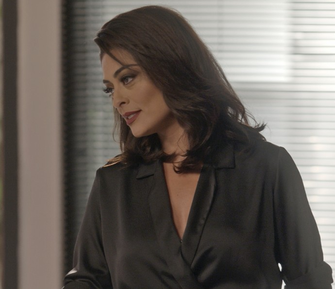 Carolina arma pra cima de Leila (Foto: TV Globo)