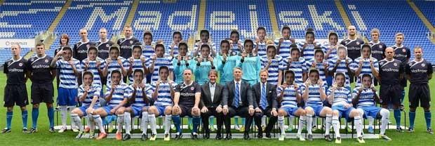 BLOG: Para homenagear colega, jogadores do Reading se disfarçam em foto oficial