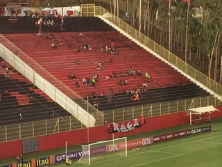 Torcida Flamengo visitante Barradão (Foto: Raphael Zarko)