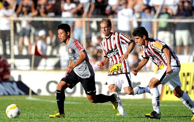 Zizao na partida do Corinthians contra o Paulista (Foto: AFP)