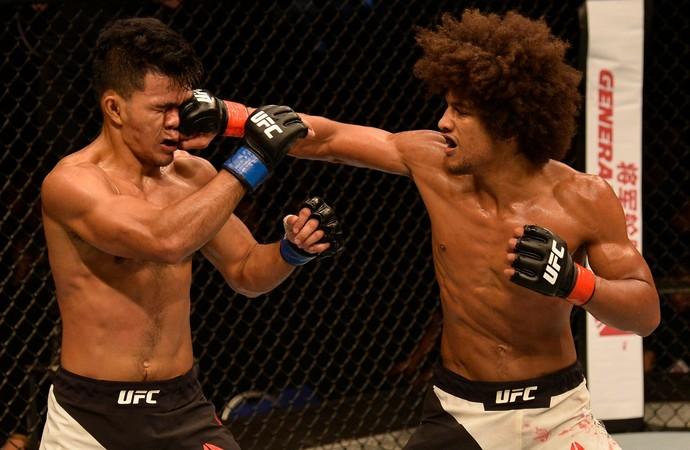 Alex Caceres x Rolando Dy UFC Singapura (Foto: Getty Images)