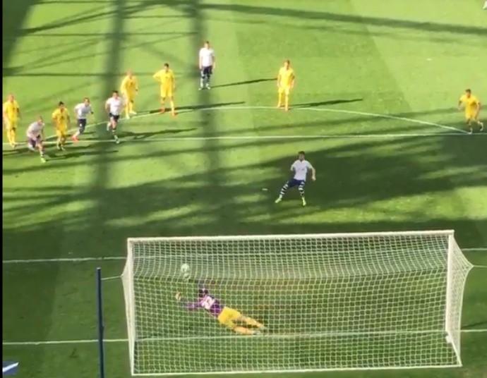 BLOG: Atacante vai para o gol, pega pênalti e garante empate do Milton Keynes Dons