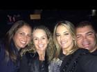 Recém-solteira, Ticiane Pinheiro curte a noite com amigos