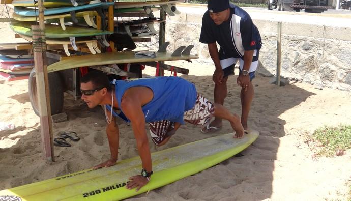 Denilson crb surfe (Foto: Viviane Leão/GLOBOESPORTE.COM)