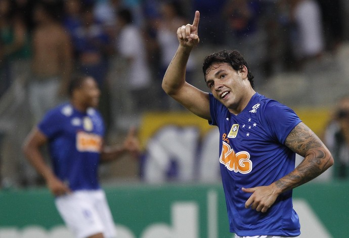 Ricardo Goulart, meia do Cruzeiro, comemora gol contra o Criciúma (Foto: Gualter Naves / Light Press)