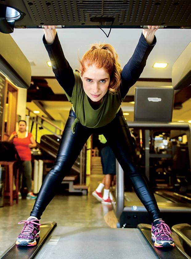 Julia também se exercita  em esteiras  (Foto:     )