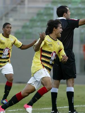 Pedro Ken gol Vitória (Foto: Paulo Fonseca / Futura Press)