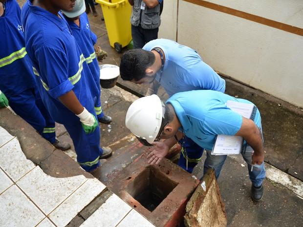 Força-tarefa identificou irregularidades na rede de esgoto (Foto: Tchélo Figueiredo/ Secom-Cuiabá)