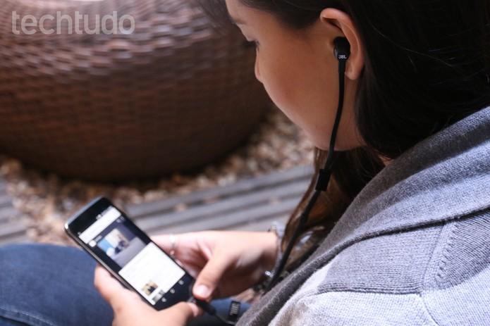 Fone de ouvido JBL, do Idol 3 (Foto: Lucas Mendes/TechTudo)