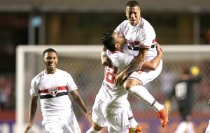 Maicon e Antonio Carlos, São Paulo X Atlético-PR (Foto: Getty Images)
