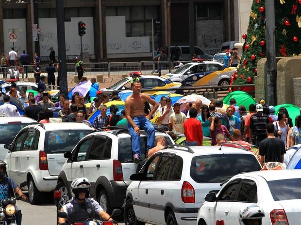 Taxistas protestam contra possível proibição dos táxis nos corredores (Foto: Helvio Romero/Estadão Conteúdo)