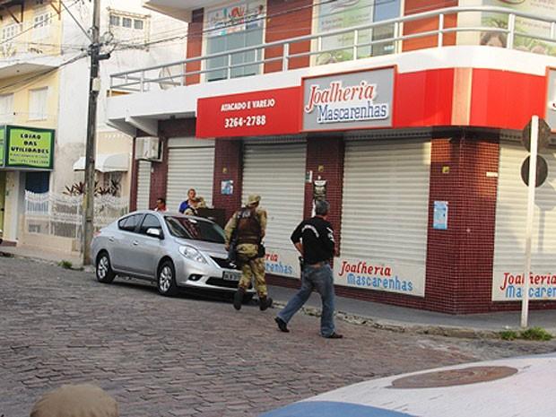 Área da joalheria foi cercada pela polícia (Foto: Raimundo Mascarenhas / Calila Noticias)