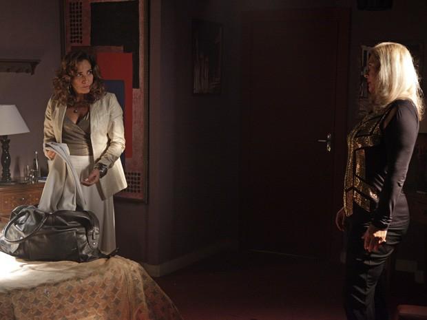 Wanda teme que Lívia a entregue (Foto: Salve Jorge/TV Globo)