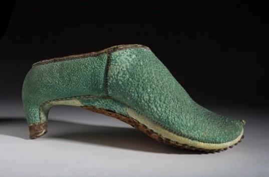Sapato de salto alto usado por cavaleiros persas