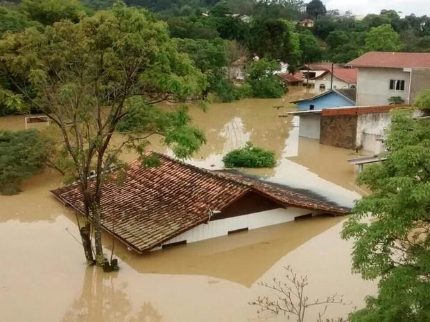 Chuva SC: em Rio do Sul há casas com água até o telhado  (Foto: Caio Marçani/Divulgação)