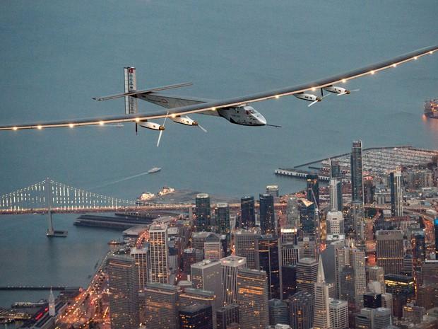 aviao-movido-a-energia-solar-completa-viagem-sobre-o-pacifico