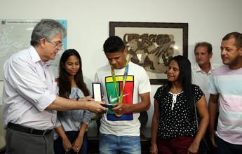 Douglas Santos ganha comenda de mérito esportivo após ouro olímpico