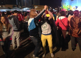 Jornalistas argentinos curtem o chamamé (Foto: Vinícius Guerreiro/G1)