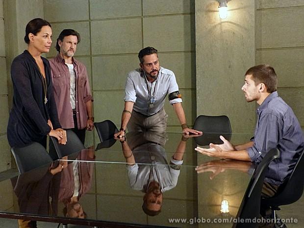 Tereza descobre que William estava fingindo o tempo inteiro (Foto: Além do Horizonte/TV Globo)