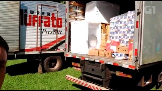Polícia recupera dois caminhões roubados de supermercado em Cambé
