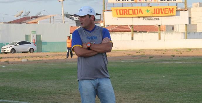 Técnico do Araripina Williams Rodrigues (Foto: Magda Lomeu)