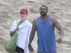 Heidi Klum salva filho e babás de afogamento no Havaí