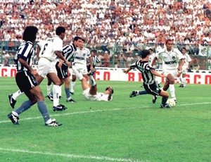 tulio maravilha botafogo x santos 1995 (Foto: Agência Estado)