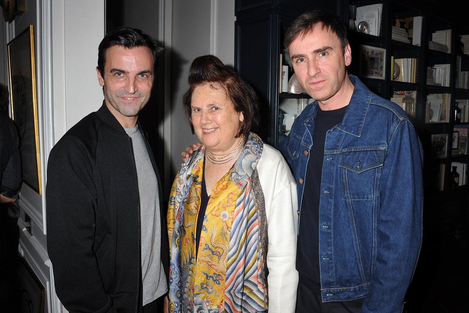 Suzy Menkes with Raf Simons (right) and Nicolas Ghesquière (Foto: Suzy Menkes Instagram)