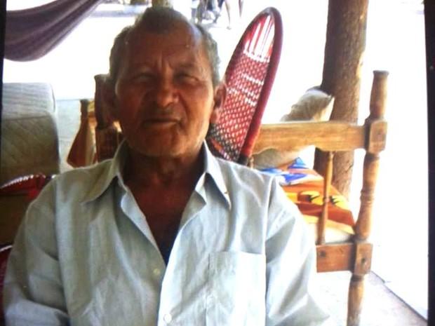Severino, de 64 anos, tem problemas mentais e é deficiente físico (Foto: Arquivo pessoal/Maria das Neves)