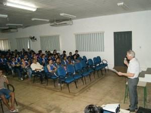 Estudantes tiram dúvidas sobre a vida na prisão (Foto: Ascom/Divulgação)