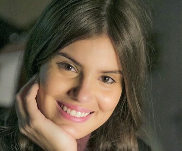 Camila Queiroz se diverte ao contar caso de amor da infância (Foto: Raphael Dias/ Gshow)