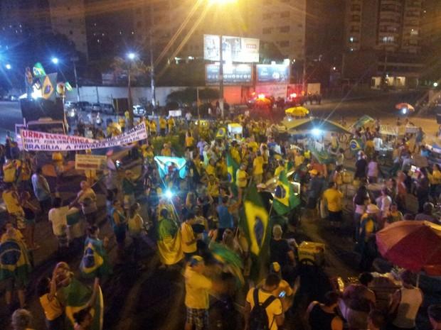Grupos se encontraram na Praça do pedágio, em Vitória (Foto: Luiz Felipe Guerra/G1)