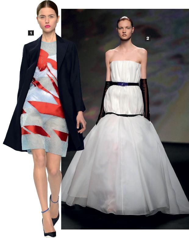 """DIOR 1. Um conjunto simples da coleção Dior. A grife não confirma, mas o mercado fala em reduções de preço de 30%. """"A alta-costura não deve se restringir a um estilo inacessível"""", afirma o estilista Raf Simmons  2. Acima, uma peça de  alta-costura da mesm (Foto: Pascal Le Segretain/Getty Images e Catwalking/Getty Images)"""