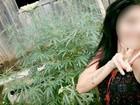 Jovem posta foto em rede social com pé de maconha e é denunciada em RO