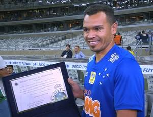 Ceará recebe homenagem pelos 100 jogos com a camisa do Cruzeiro (Foto: Reprodução/Sportv)