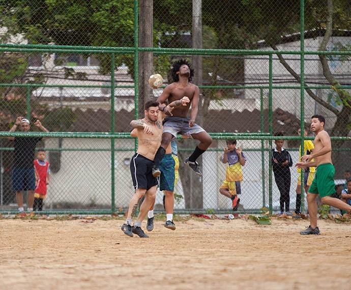 Melhor os dois continuarem focados na carreira de ator, porque no futebol... (Foto: Fabiano Batagglin/Gshow)