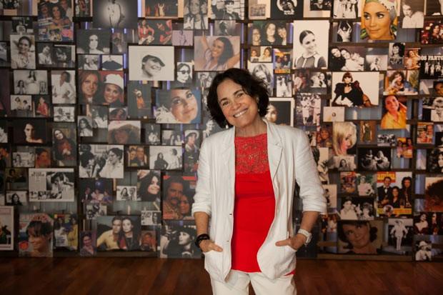 """A atriz Regina Duarte em visita à exposição """"Espelho da Arte – A Atriz e Seu Tempo"""", que celebra seus 50 anos de carreira (Foto: Marcos Rosa )"""