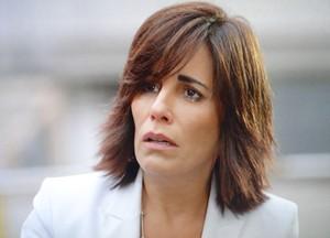 Roberta fica desolada ao descobrir a verdade sobre os tacos de golfe (Foto: Guerra dos Sexos/ TV Globo)