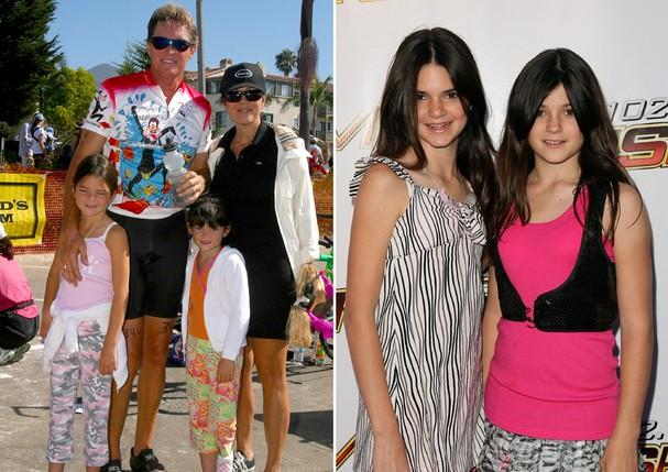 Em família: Bruce e Kris Jenner com Kendall e Kylie; à direita, Kylie posa com a irmã em evento de 2008 (Foto: Getty Images)