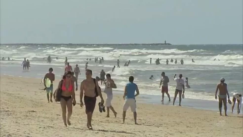 Praias ensolaradas são um dos principais atrativos para turistas que buscam Fortaleza, diz secretário (Foto: TV Verdes Mares/Reprodução)