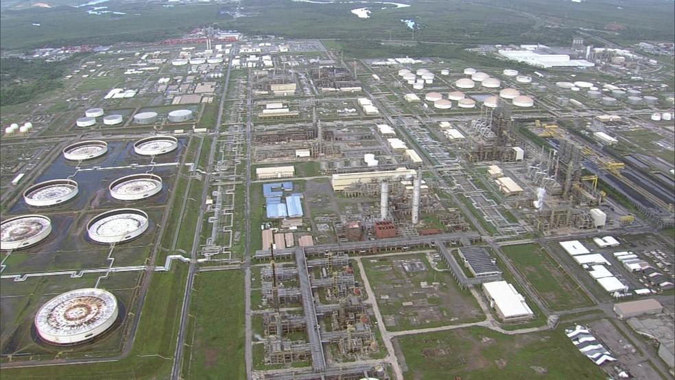 Construção da Refinaria Abreu e Lima, em Ipojuca, começou em 2008 e até hoje não foi concluída (Foto: Reprodução/TV Globo)