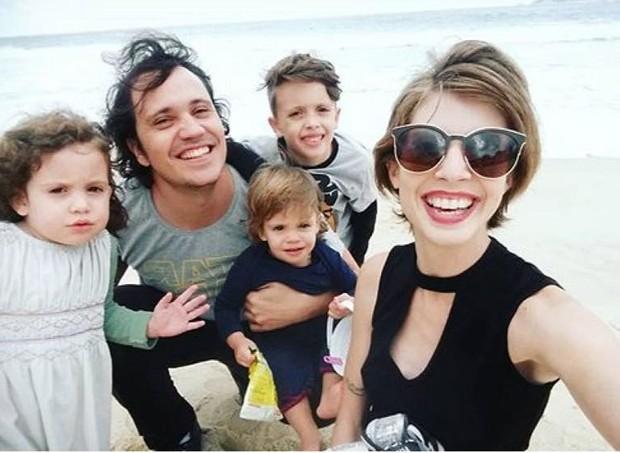 Hilan e Luiza com os filhos Benjamin, Constança e Guadalupe (Foto: Arquivo pessoal)