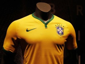 6add32cf90 CBF e Nike apresentam camisa do Brasil para a Copa do Mundo de 2014 ...