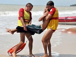 Corpo de Bombeiros faz simulação de salvamento em praia de João Pessoa (Foto: Divulgação/Secom-PB)
