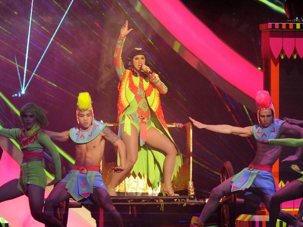 Katy Perry canta 'Dark horse' no Brit Awards 2014 (Foto: Joel Ryan/Invision/AP)