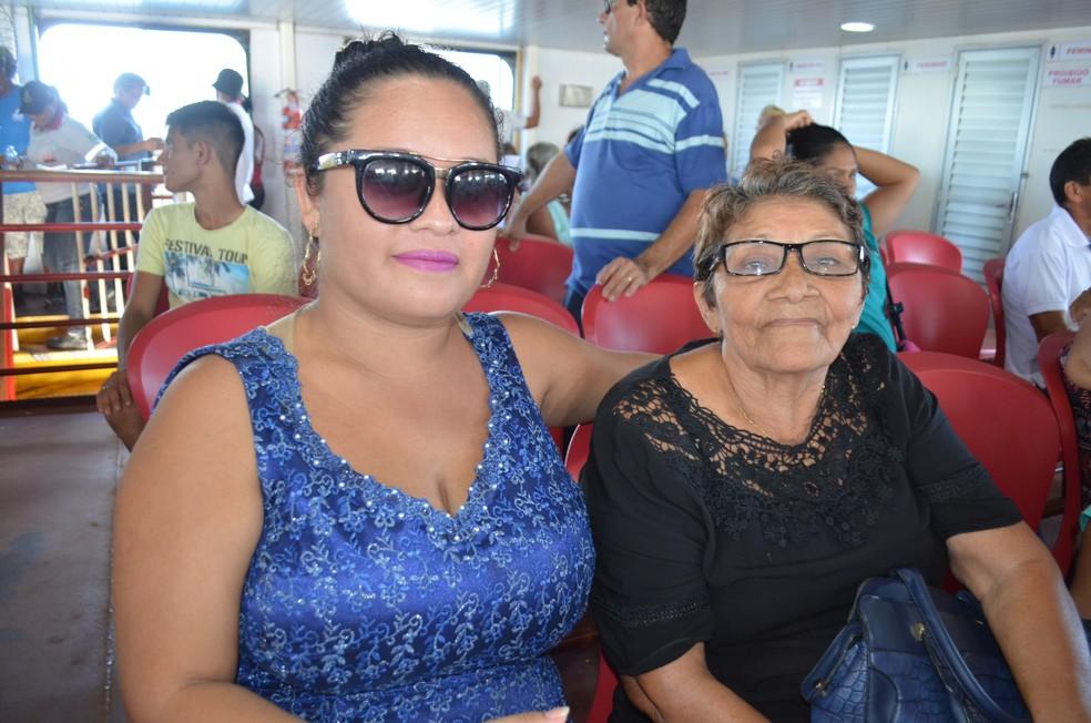 A aposentada Rosilma Duarte disse que fez uma promessa para estar nesta edição da procissão fluvial (Foto: Geovane Brito/G1)