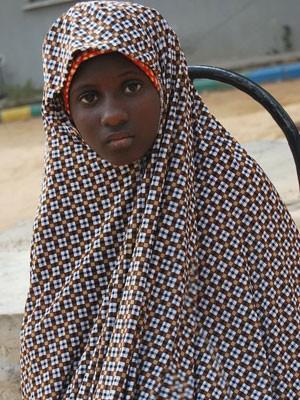 Menina de 13 anos disse que teve de vestir colete com explosivos e  participar de atentado 8fe3d0343286c