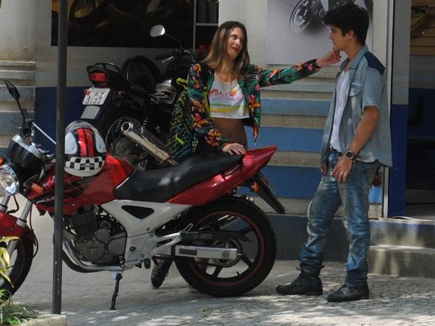 ...mas leva fora do garoto. Ele não fica com a periguete por causa de Pilha! (Foto: Malhação / Tv Globo)